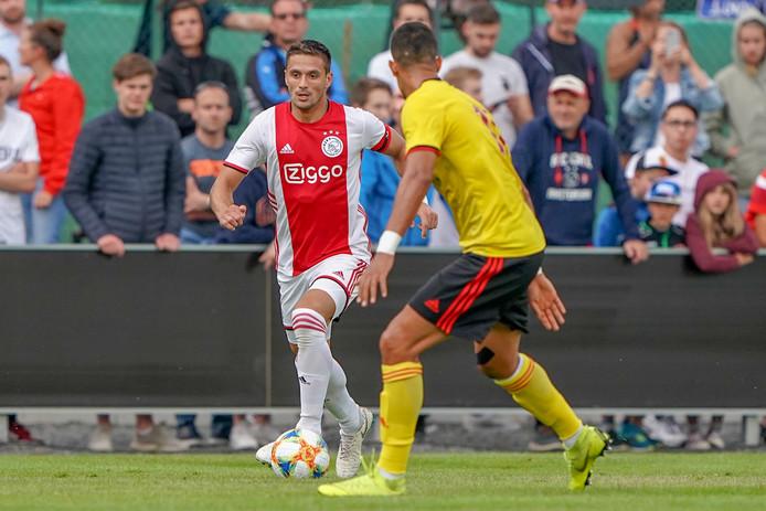 Ajax-captain Dusan Tadic in actie tegen Watford.