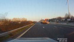 VIDEO. Verstrooide chauffeur vermijdt maar nipt zwaar ongeval op E403 in Oekene