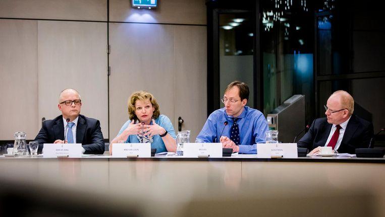 Van links naar rechts: Rolf de Jong (directeur Benelux ExxonMobil), Marjan van Loon (CEO Shell Nederland), Anton Broers (financieel-directeur NAM) en Gerald Schotman (CEO NAM) tijdens een hoorzitting in de Tweede Kamer. Beeld ANP