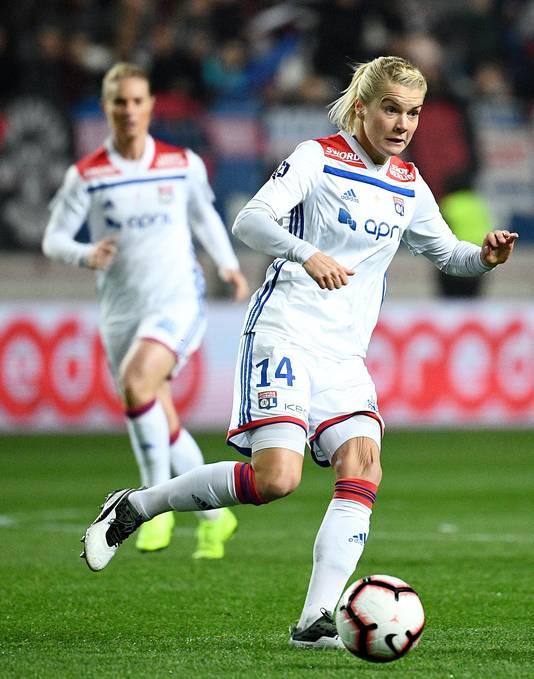 Ada Hegerberg in actie voor Olympique Lyon.