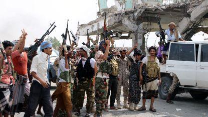 """Emiraten bombarderen regeringstroepen Jemen"""