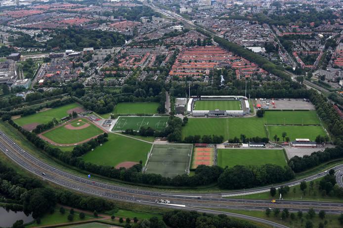 Sportpark Krommedijk vanuit de lucht gezien.