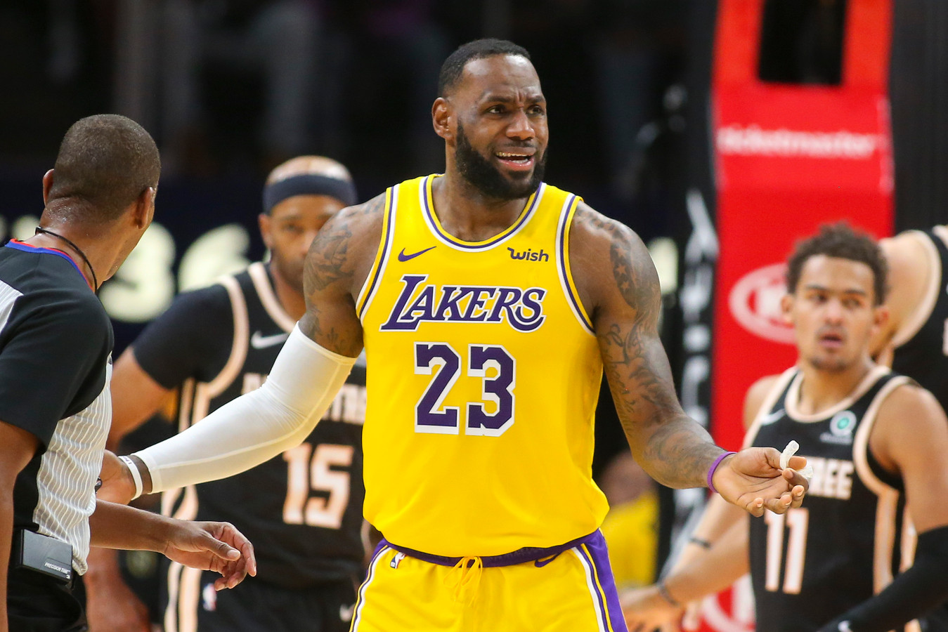 LeBron James in het tenue van Los Angeles Lakers.