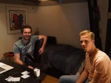 Sjoerd zit met 32 huisgenoten in quarantaine: 'Dit leggen we vast voor ons nageslacht'