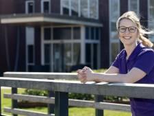 Fysiotherapeut Laure van Heek (23) uit Eibergen werkt gewoon door in verpleeghuis