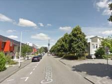 Bloembakken moeten hardrijders in de Gezellelaan in Roosendaal afschrikken