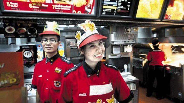 McDonalds in Bangkok: overal worden onze dierbare tradities verdrongen door wat makkelijk en snel is. Eten we straks allen hamburgers? (FOTO AFP ) Beeld