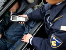 Grote politiecontrole op N282: motorrijder rijdt met 5500 euro op zak rond