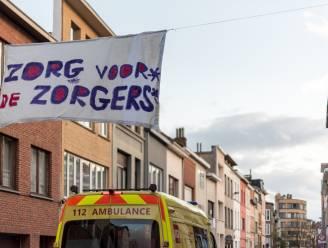Buren uit Eugeen Joorsstraat brengen wekelijks potten-en-pannenconcert voor de zorgsector