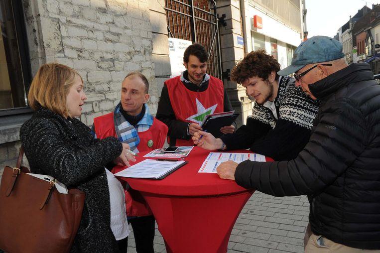 De enquêteurs van PVDA trokken gisteren naar de Leuvensestraat.