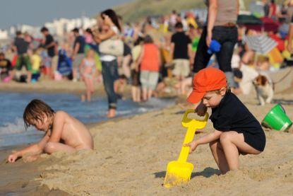 Over de koppen lopen: de kust verwacht 500.000 dagjesmensen dit weekend