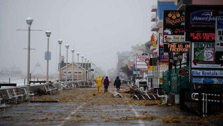 De storm Sandy heeft New York hard getroffen. Laaggelegen delen van de stad liepen onder water en honderdduizenden mensen kwamen door de storm zonder stroom te zitten. Beeld anp