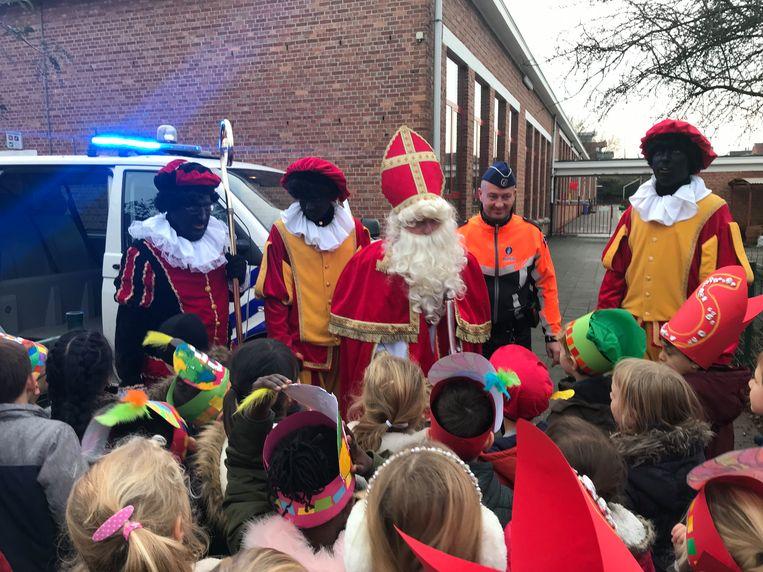 Sinterklaas kwam net op tijd, dankzij de hulp van de politie.