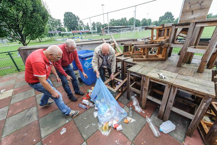 Het opruimen van de rotzooi op het terras van het clubhuis van ATC'65: het was daar voor de derde keer in korte tijd raak.