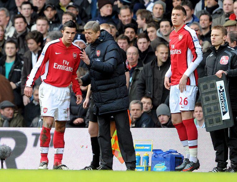 Van Persie met Arsenal-coach Wenger (2009) Beeld ANP