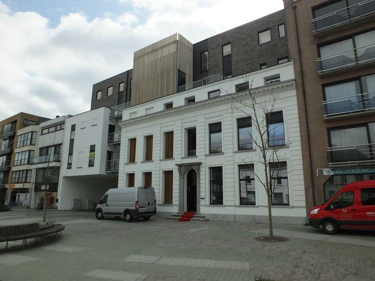 Van de oorspronkelijke villa bleef enkel de voorgevel bewaard. Het dagverzorgingscentrum bevindt zich in de nieuwbouw op het gelijkvloers.