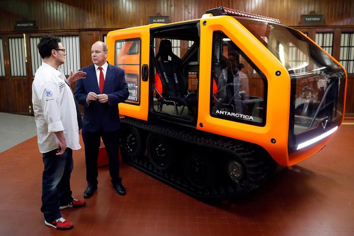 Prins Albert II (r) naast Venturi-CEO Gildo Pastor (l).