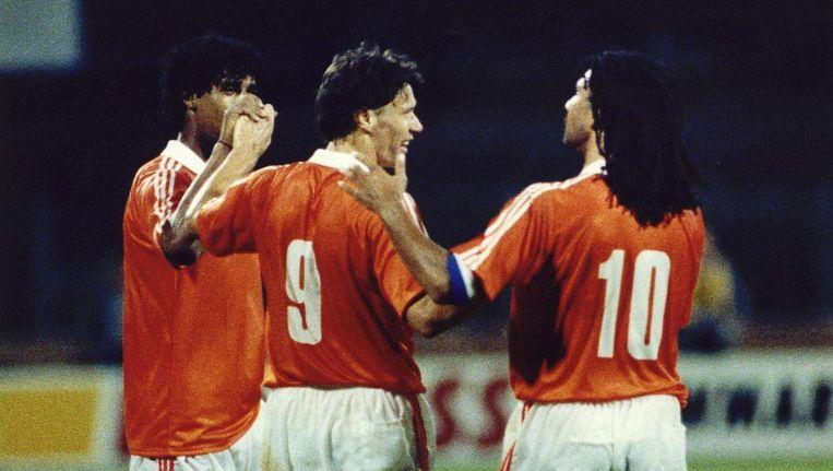 Rijkaard, Van Basten en Gullit in een interland tegen Joegoslavië (1990). Beeld anp