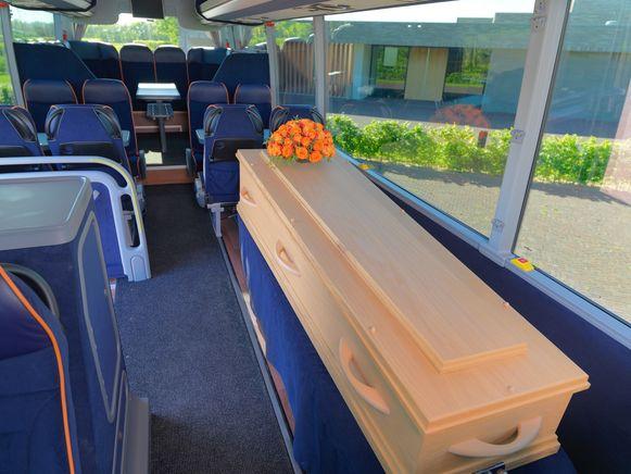 De overledene kan mee aan boord met 26 nabestaanden.