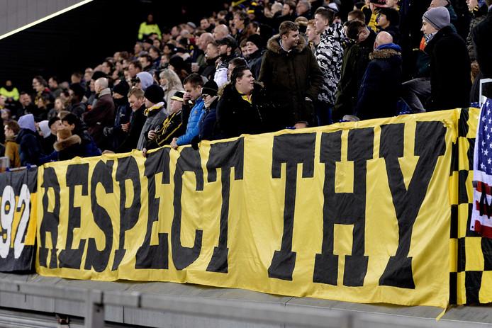 Spandoek van Vitesse supporters voor Lennart Thy,