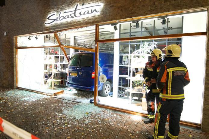 Ramkraak kledingwinkel Sebastian Castellumstraat Alphen aan den Rijn