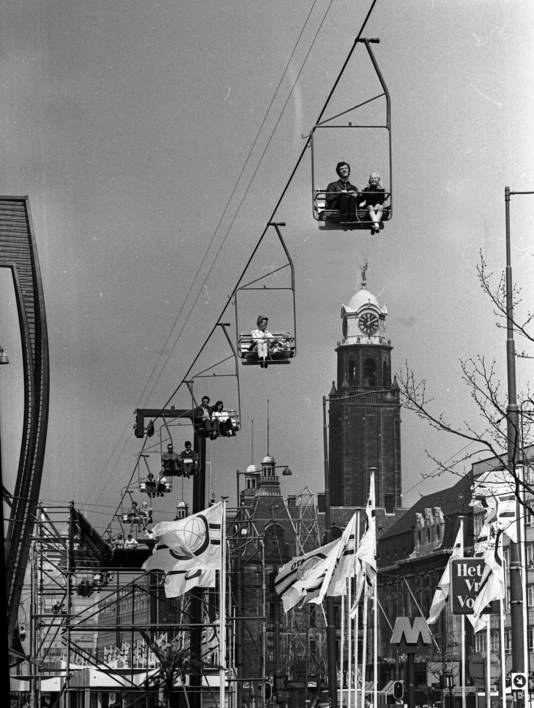 De kabelbaan boven de Coolsingel in de jaren zeventig.