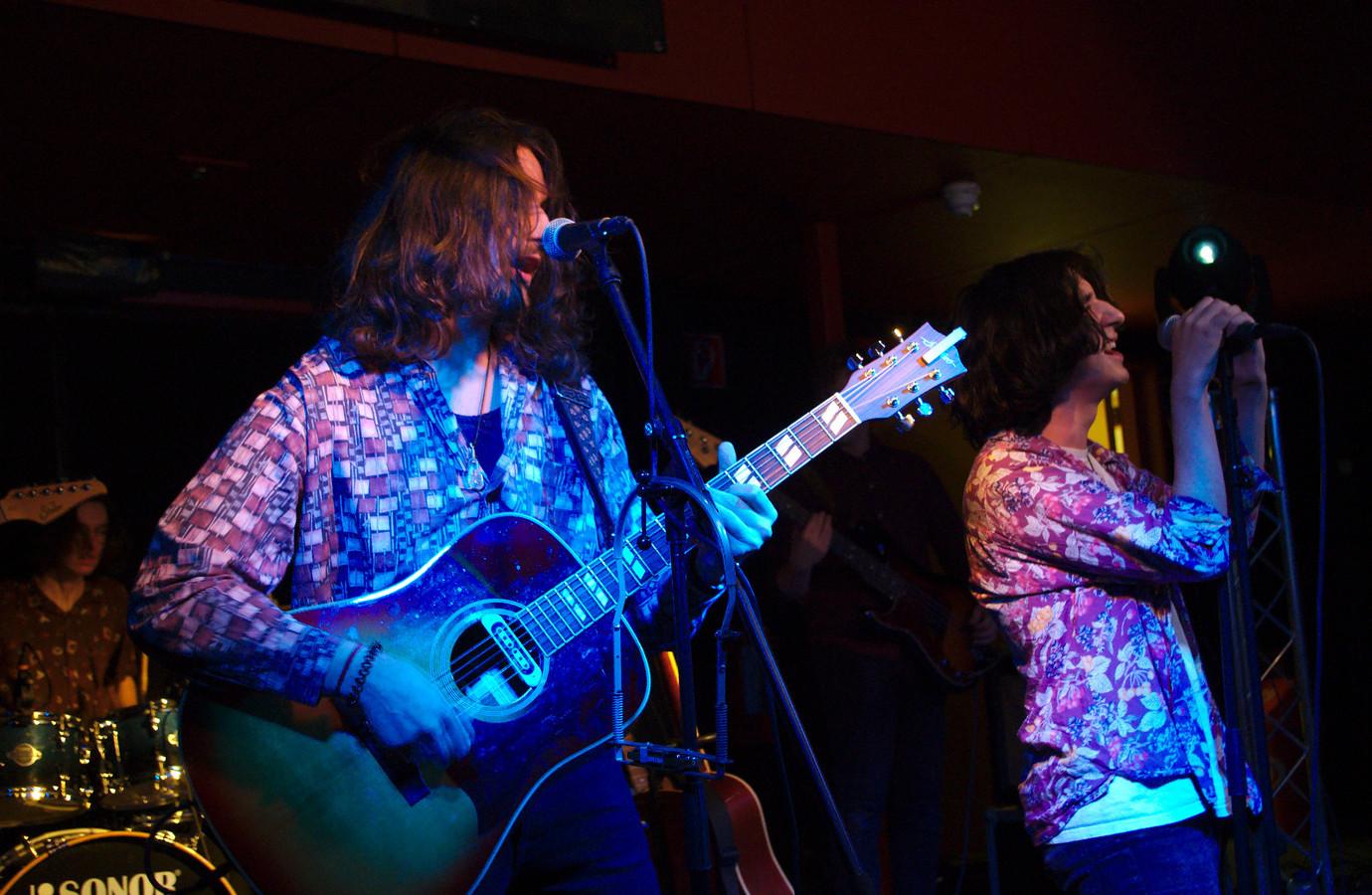 De Vlaamse band Hopeless Romanticism won onlangs de derde voorronde van muziekwedstrijd Steenworp. De band staat in de finale, op 20 april.