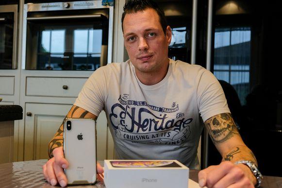 Al twee maanden kan Dimitry Perain niet bellen met zijn iPhone.