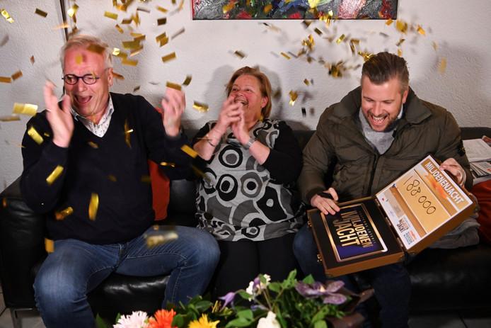 Confetti en bloemen voor Albert en zijn vrouw: zij wonnen zondagavond ruim 190.000 euro.