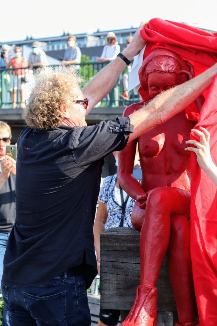 Kunstenaar Johan Meirlaen onthult de nieuwe versie van de Loreleie.