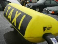 Taxichauffeur scheurt met 155 over de snelweg