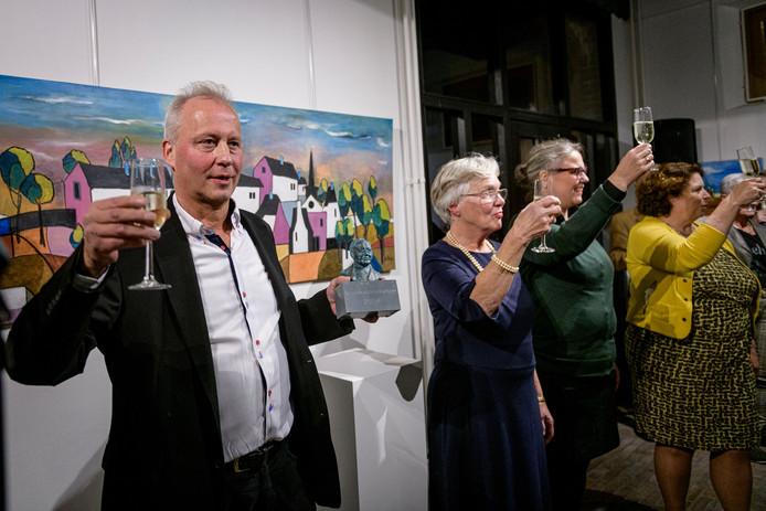 Winnaar van de eerste cultuurprijs van Denekamp Charles Brummelhuis.