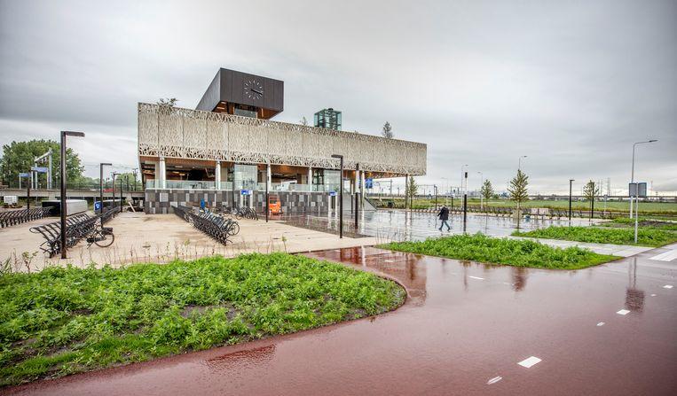 Station Lansingerland-Zoetermeer is een hub waar auto, fiets en openbaar vervoer samenkomen. Beeld Raymond Rutting / de Volkskrant