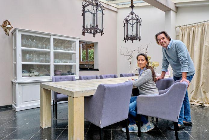 Pascal en Ellis Coppoolse wonen in een statige villa in Hendrik-Ido-Ambacht.
