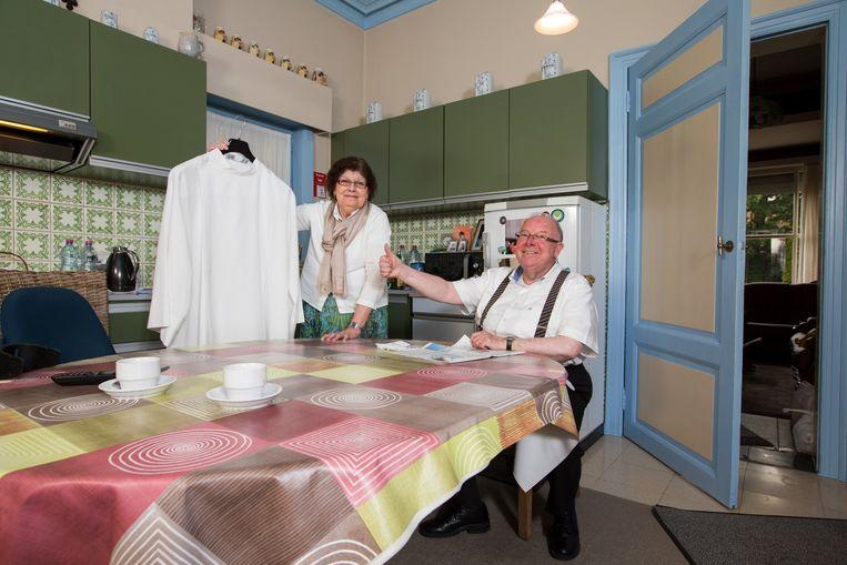 2014: Pastoor Guido De Jaeger (69) woont in de Nieuwstraat in Astene, in de pastorij achter de kerk. Hij deelt het huis met zijn huishoudster Viviane (66) en haar zoon Bavo (30). Viviane heeft uit haar lang ontbonden huwelijk ook nog een andere zoon, Bernard.