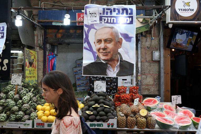Een campagneposter van Netanyahu in Jeruzalem. Beeld EPA