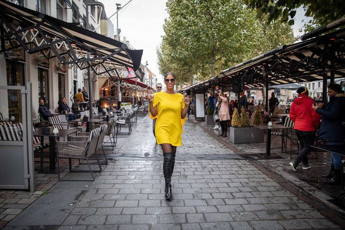 Modeshow op de Grote Markt in Goes.