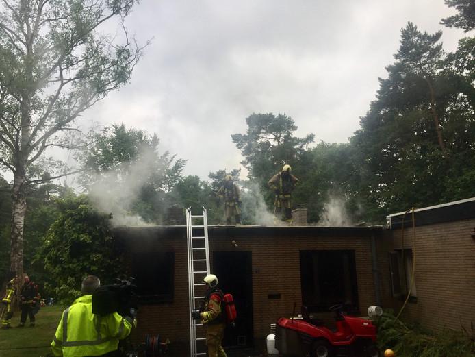 De brand zorgde voor veel rook- en waterschade in de woning.