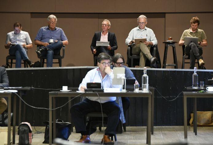In Hercules in Diessen kwamen de commissieleden van Hilvarenbeek bij elkaar. Digitaal vergaderen, dat vindt een meerderheid niet ideaal. Deze manier wordt dus 'het nieuwe normaal'.