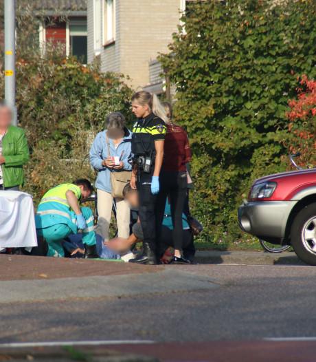 Fietsster en auto botsen op rotonde in Nijkerk