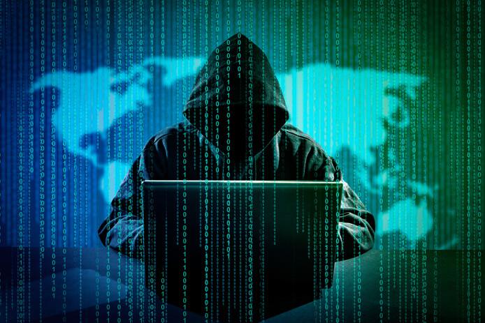 In het huis van de verdachte vond de recherche op gegevensdragers brieven die inhoudelijk sterk leken op de dreigmails die aan Ahold Delhaize waren gestuurd.