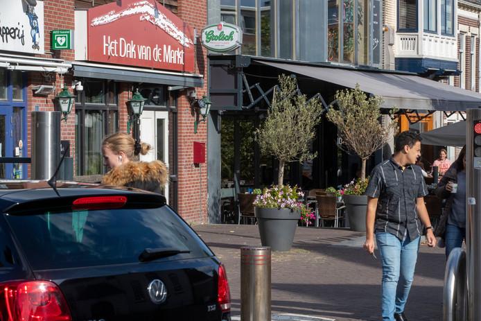 Bij café Dak van de Markt is een handgranaat voor de deur gevonden.