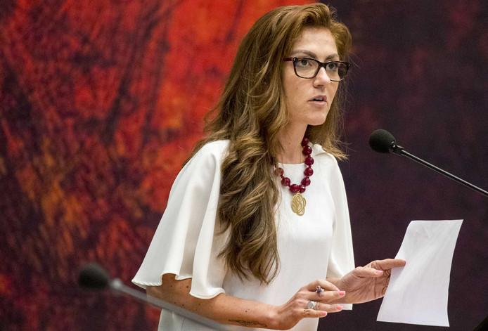 Dilan Yesilgoz tijdens een debat in de Tweede Kamer.