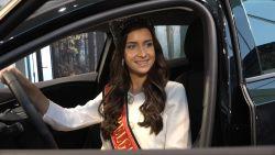VIDEO. Miss België krijgt gloednieuwe auto cadeau