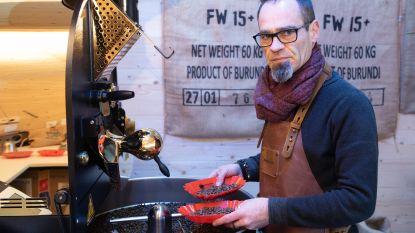 Chris bouwt tuinhuis om tot branderij en maakt koffie op maat
