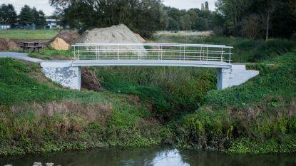 Nieuwe jaagpadbrug over de Laak allereerste in 'kunststof'
