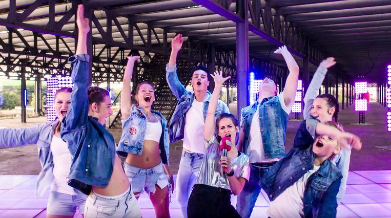 De dansers van Da Jump in de studio tijdens de opnames van het VTMKZoom-programma 'Dance Squad'.