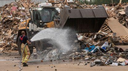 Grote afvalbrand met hevige rookontwikkeling bij afvalbedrijf Renewi snel onder controle