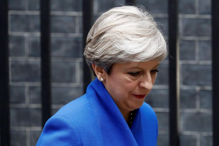 Premier May op weg naar Buckingham Palace, vrijdagmiddag. Beeld afp