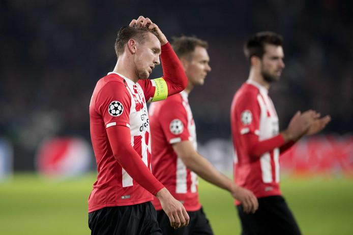 2016-2017: Luuk de Jong, met op de achtergrond broer Siem en Davy Pröpper, baalt na PSV-Rostov (0-0). De Eindhovenaren zijn klaar in Europa.